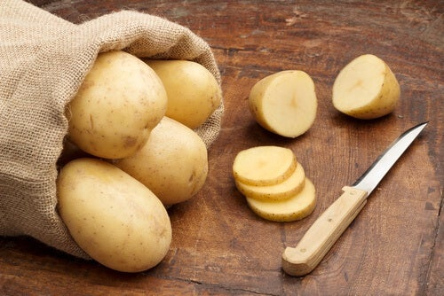 Patatas para aclarar las axilas