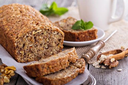 Delicioso pan de avena, plátano y nueces sin gluten y sin lactosa