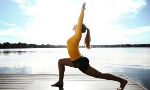 Posturas de yoga. El guerrero