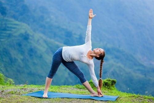 triángulo de yoga