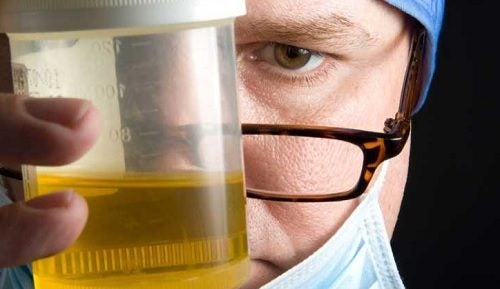8 motivos por los que tu orina tiene mal olor