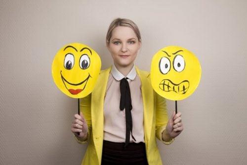 mujer aprendiendo a gestionar emociones