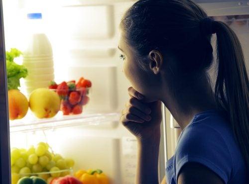 Cenar fruta o hábitos poco saludables