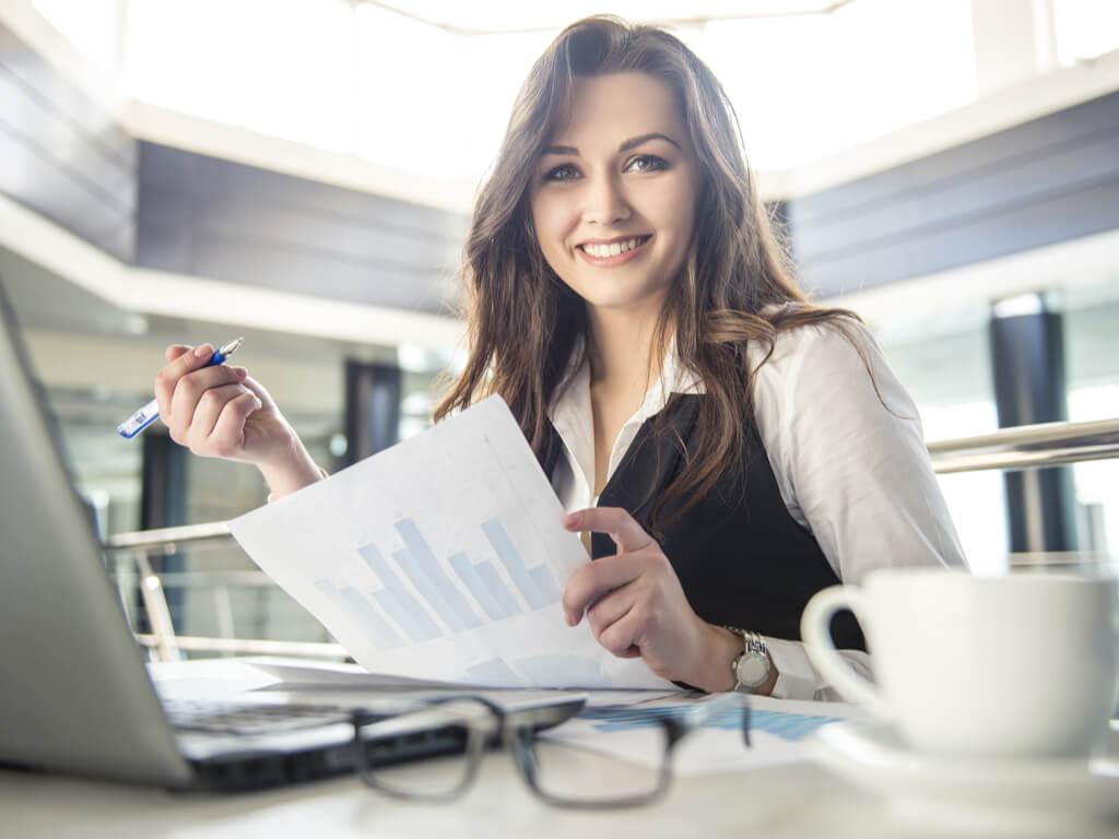 Mujer feliz en el trabajo