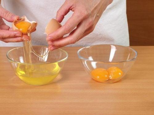 Exfoliantes-caseros-con-clara-de-huevo-y-toallas-de-papel