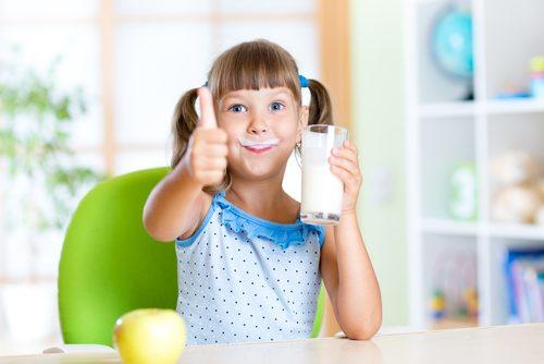 La leche para niños más saludable puede ser la descremada