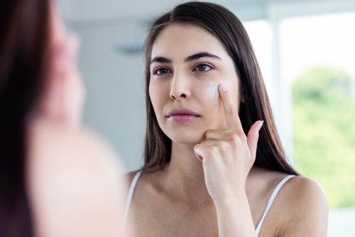 Las cremas antiarrugas disimulan y atenúan