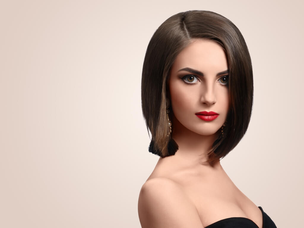 Cabello corto: melena bob con volumen para caras largas.