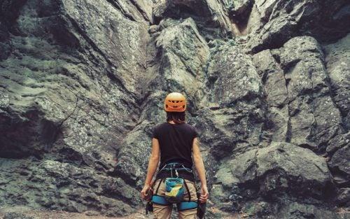 Mujer preparada para superar una barrera