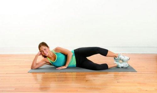 dolor en las piernas: elevación en tabla