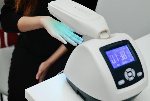 Fototerapia en una mano como tratamiento de la psoriasis