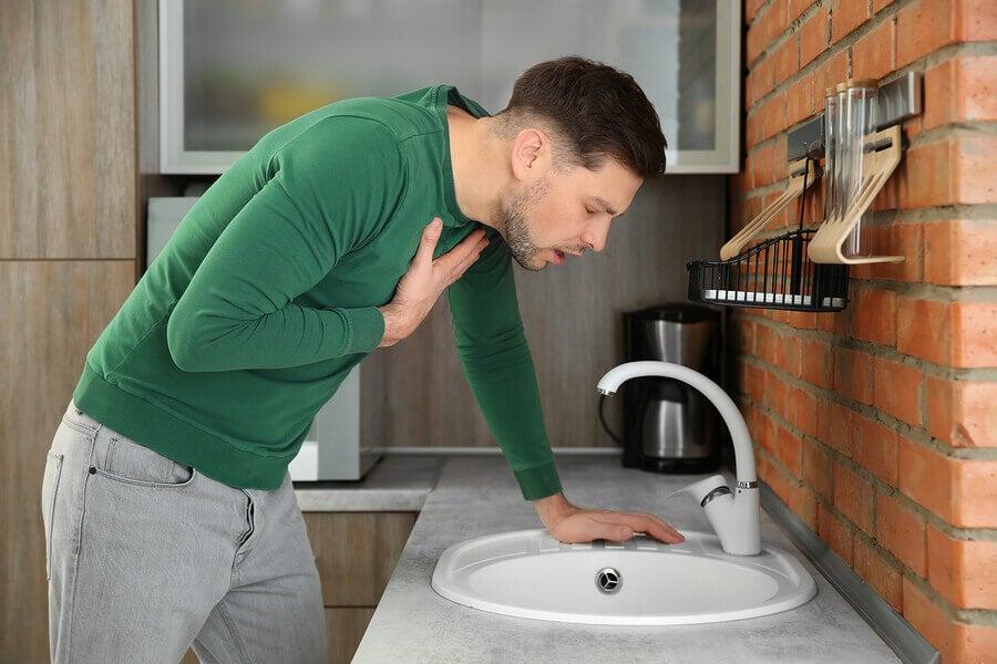 Una flora intestinal dañada puede causar náuseas.