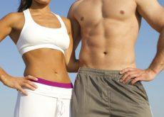 Personas con el abdomen plano y tonificado