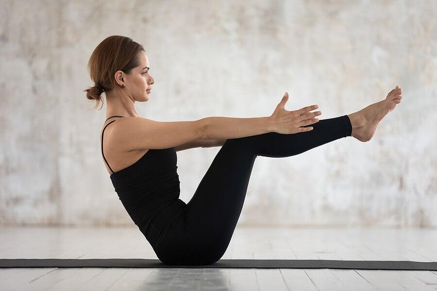 Postura del bote. Yoga.
