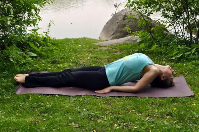 posturas-de-yoga-para-adelgazar-como-la-del-pez