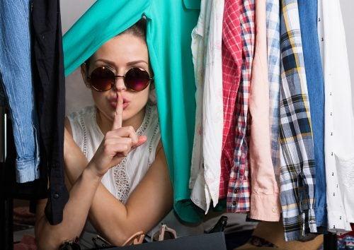 Los compradores compulsivos suelen tener problemas que intentan solucionar gastando dinero