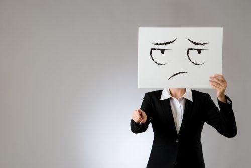 encajar mejor las críticas: proyección