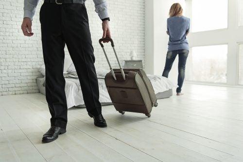 hombre-con-maleta