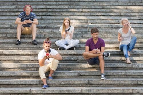 Padres con uso abusivo del smartphone y su influencia sobre los hijos