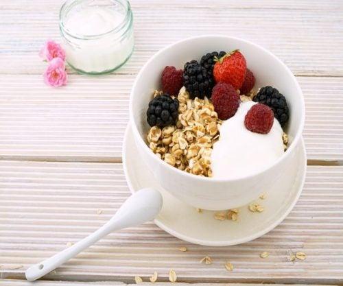 Yogurt desnatado, ventajas de consumirlo en la dieta