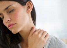 10 sencillos ejercicios que aliviarán el dolor de cuello