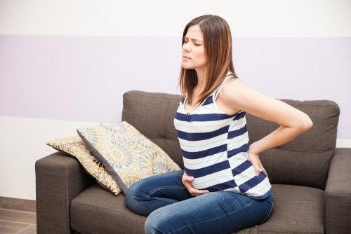 Cómo proteger tu espalda y pelvis durante el embarazo