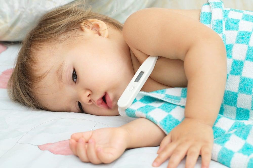 Fiebres superiores a los 38 ° C puede ser un síntoma del virus Coxsackie