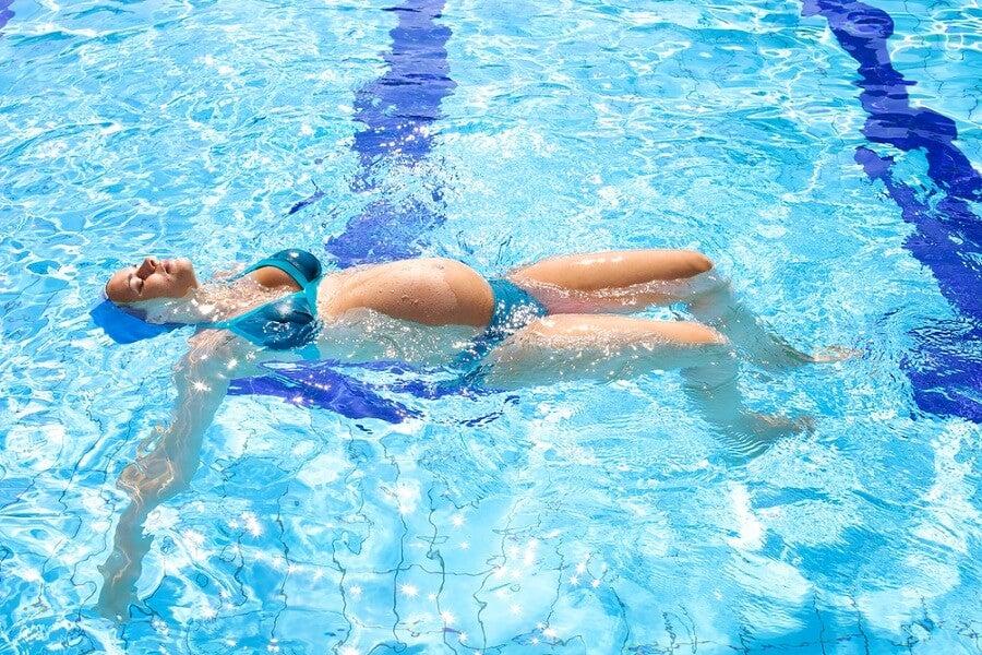 Embarazo nadar