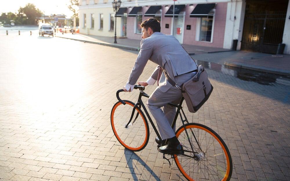 Ir al trabajo en bicicleta reduce el estrés laboral