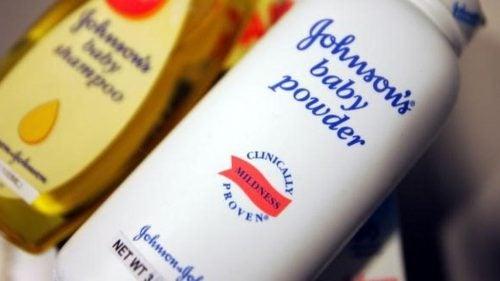 Johnson & Johnson tendrá que pagar 417 millones de dólares en caso de cáncer vinculado al talco