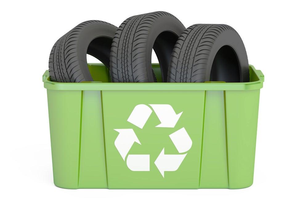 Reciclar neumáticos.