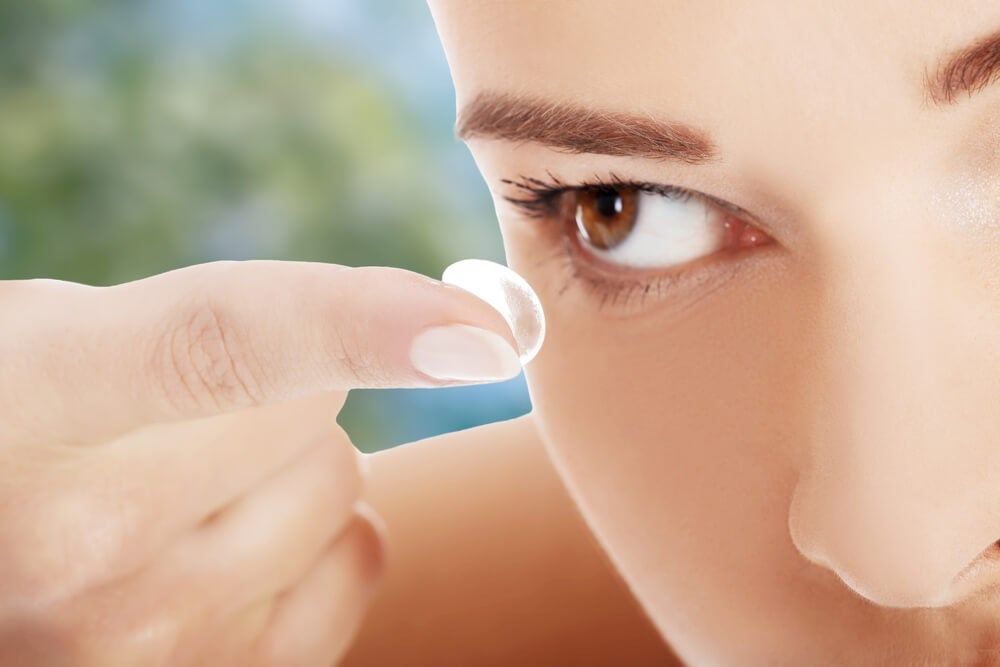 Se puede dormir con lentes de contacto blandas