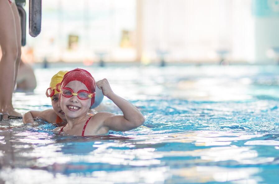 Tener en cuenta el terreno natación para niños
