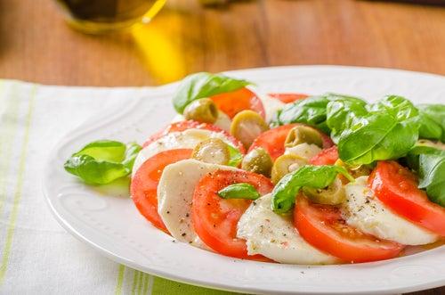 Tomate, ajo y mozzarella