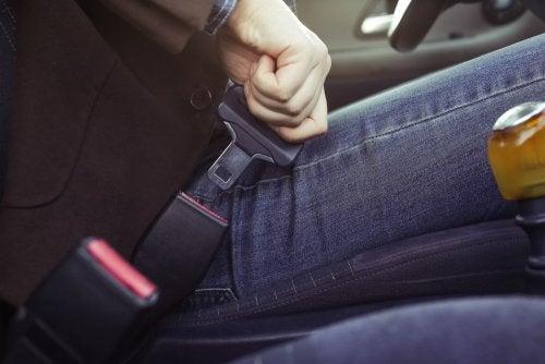 Usar el cinturón de seguridad en todo momento