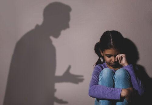Aprende a identificar a un abusador de niños