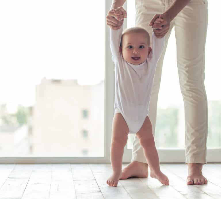 ¿Qué opción es más adecuada para que el bebé aprenda a caminar?