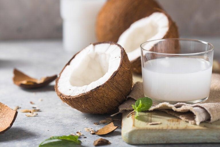 Las bondades de la leche y el agua de coco