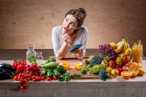 ¿Cuántas calorías se deben consumir diariamente?