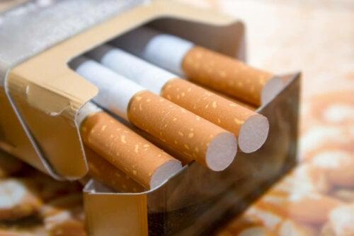¿Cuál es el riesgo para la salud de los cigarrillos con filtro?