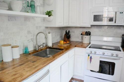 Los productos naturales para eliminar la grasa de la encimera te permitirán tener una cocina reluciente.