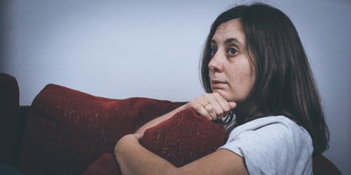 Mujer paralizada por una crisis emocional