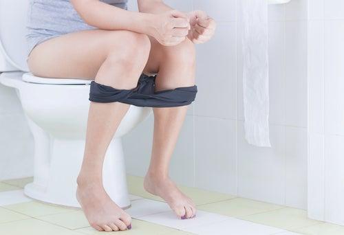 Agua-de-hammamelis-ayuda-a-curar-las-hemorroides