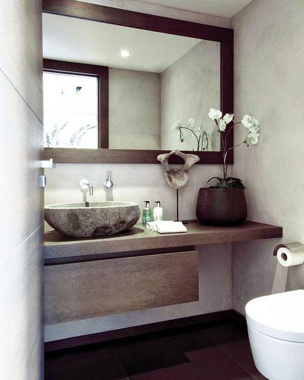 Decorar un baño con espejo.
