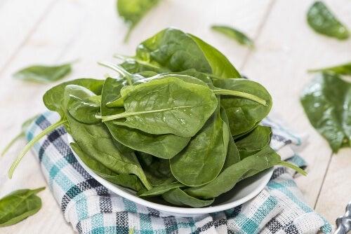 La espinaca es un excelente alimento para combatir la anemia.