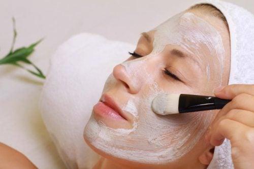 Las mascarillas con aspirina pueden llegar a hidratar la piel seca.