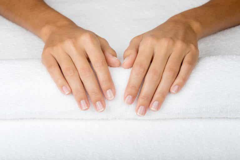 Coiloniquia, una anomalía de las uñas muy común: síntomas y tratamiento
