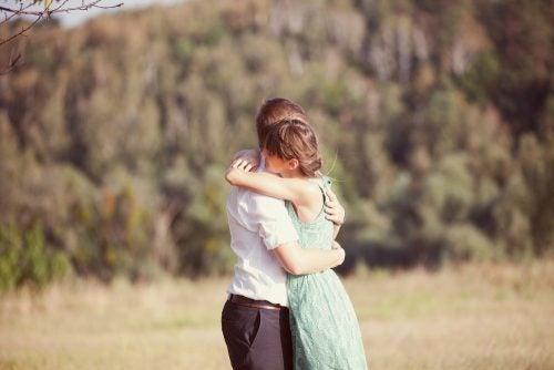 6 sorprendentes beneficios de los abrazos que no conocías