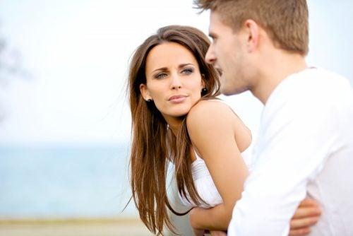 Asentir-con-la-cabeza-es-una-estrategia-esencial-en-nuestro-lenguaje-corporal.