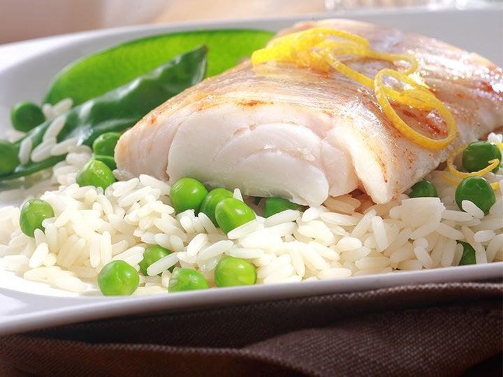 Pescado hervido con arroz.